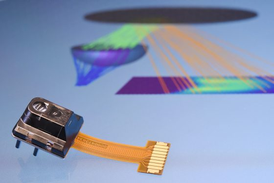 Optischer Sensor mit Simulation des Strahlenganges
