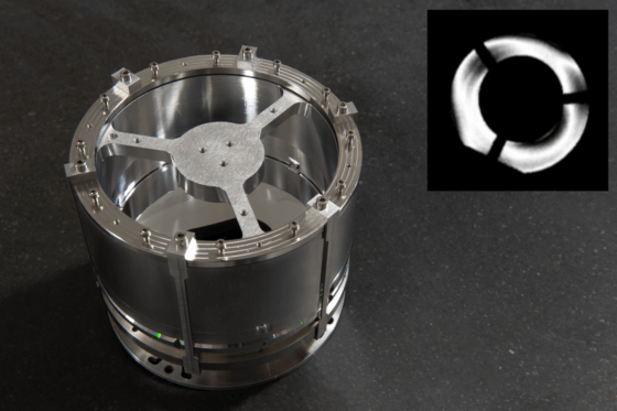 Mirror telescope for observations in the Wendelstein 7-X fusion reactor and the interference signal of the characterization.